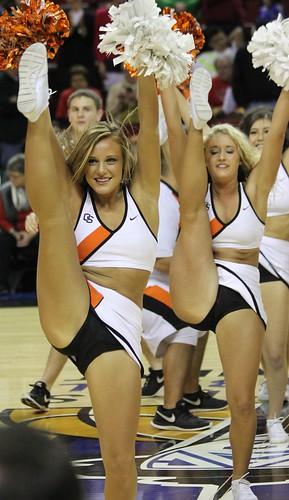Oregon State Cheerleaders | MIKE | Flickr