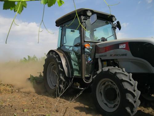 Carraro agricube prove su campo carraro trattori flickr for Forum trattori carraro