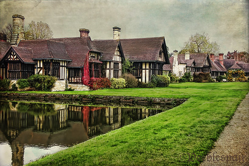 Hever Castle Village | by Peeblespair
