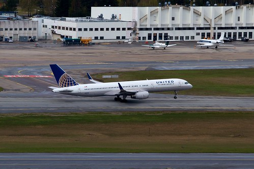 N13113 United Airlines Boeing 757-224 | by Cato Lien