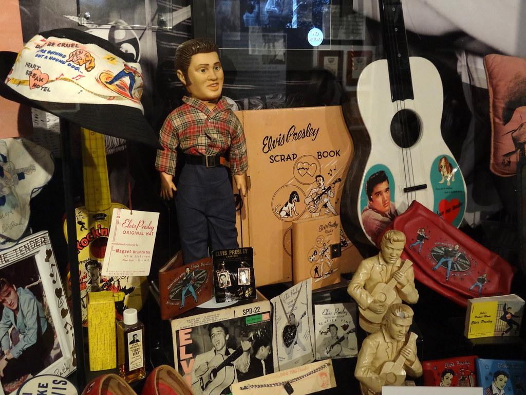 Elvis Kitsch in the Gift-Shop - Graceland (Elvis Presley M…   Flickr