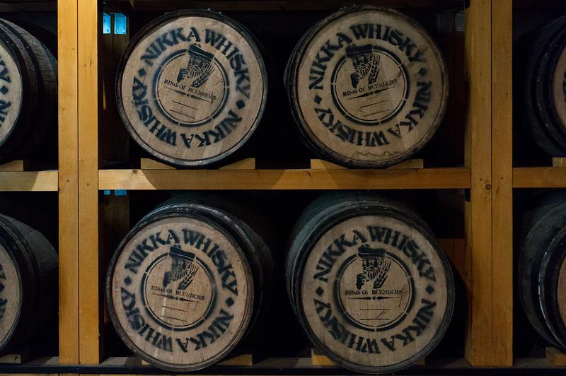 ニッカウヰスキー 余市蒸留所、樽側面に描かれたニッカのマーク