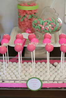 We love using this gumball tray for displays! | by Sweet Lauren Cakes