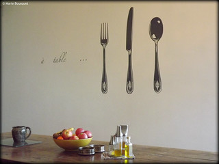 Table de salle manger avec stickers sur le mur marie bousquet flickr - Stickers salle a manger ...