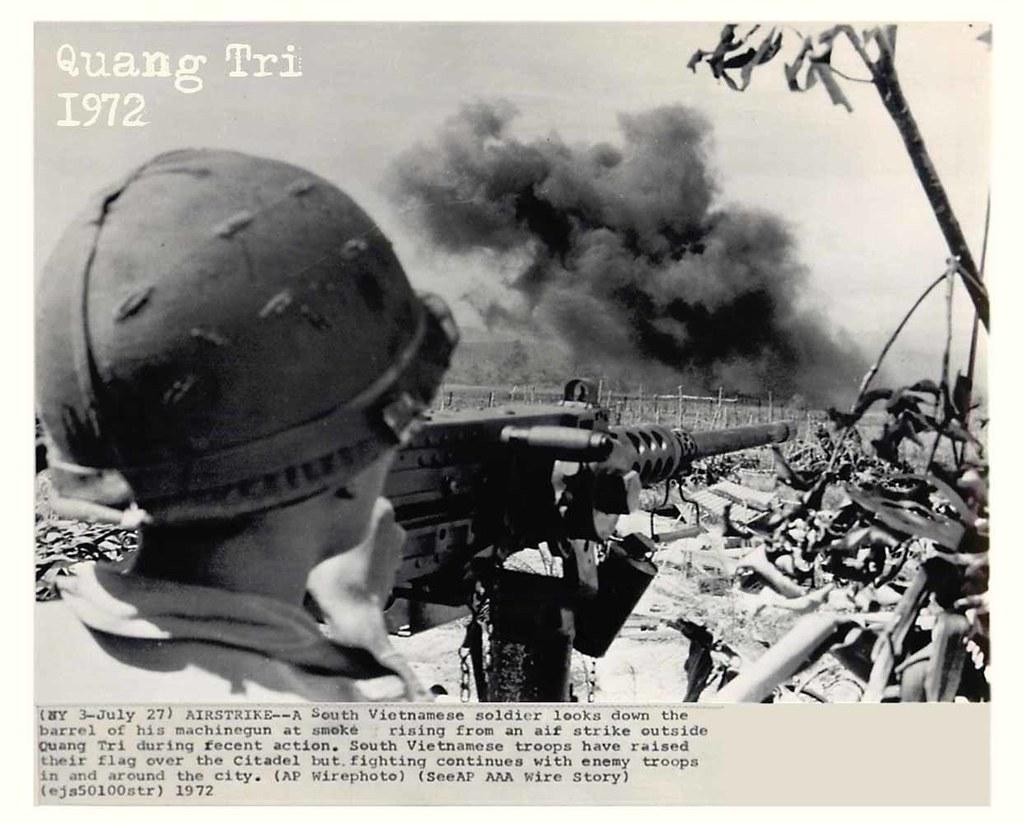 Binh sĩ Nam Việt Nam đã cắm được cờ trên Thành cổ nhưng giao tranh vẫn tiếp diễn. (Ảnh: Flickr)