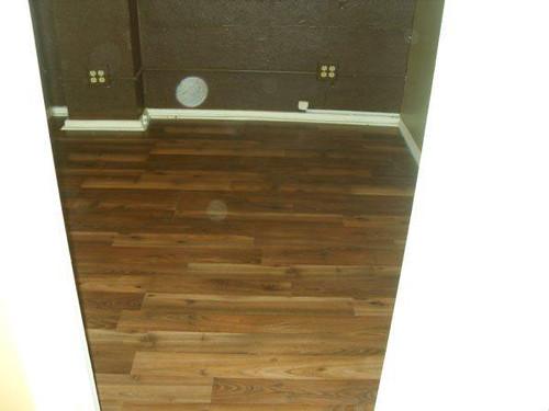 Laminate flooring laminate floor installation laminate for Laminate wood flooring installation companies