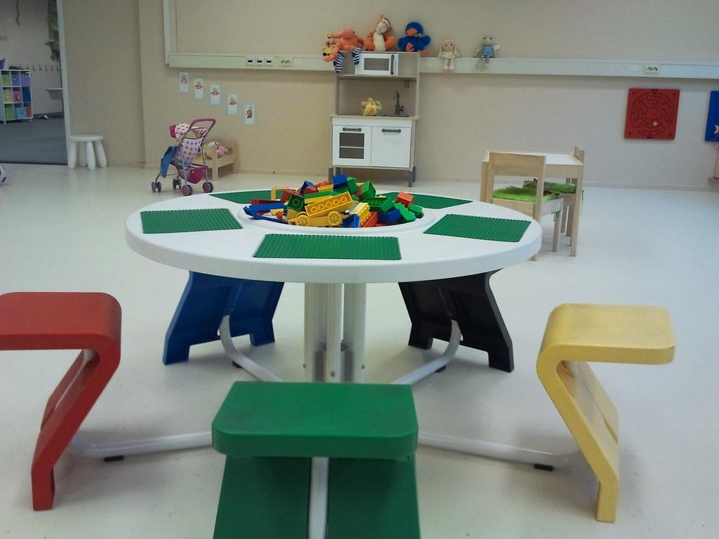 lego tisch im kindergarten | lego tisch im kindergarten | flickr