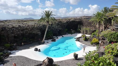 La piscina de los jameos del agua la piscina de los for Agua de la piscina turbia