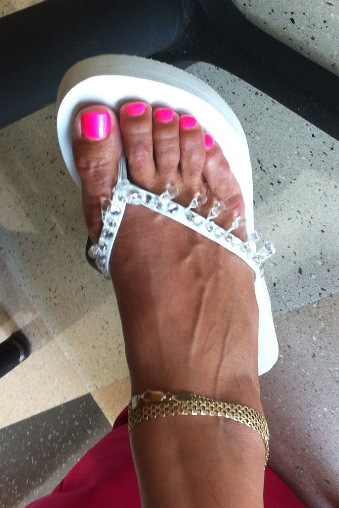 Mature sexy toes