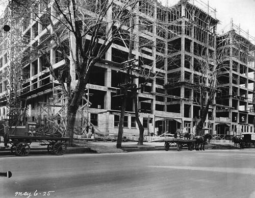 Construction of the Chateau Apartments, Sherbrooke St., Montreal, 1925 | by Musée McCord Museum
