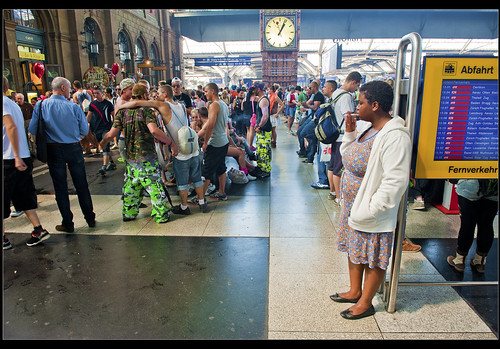 Meeting Point in the Zurich Main Station, Street Parade time : August 11, 2012. no. 5264. | by Izakigur