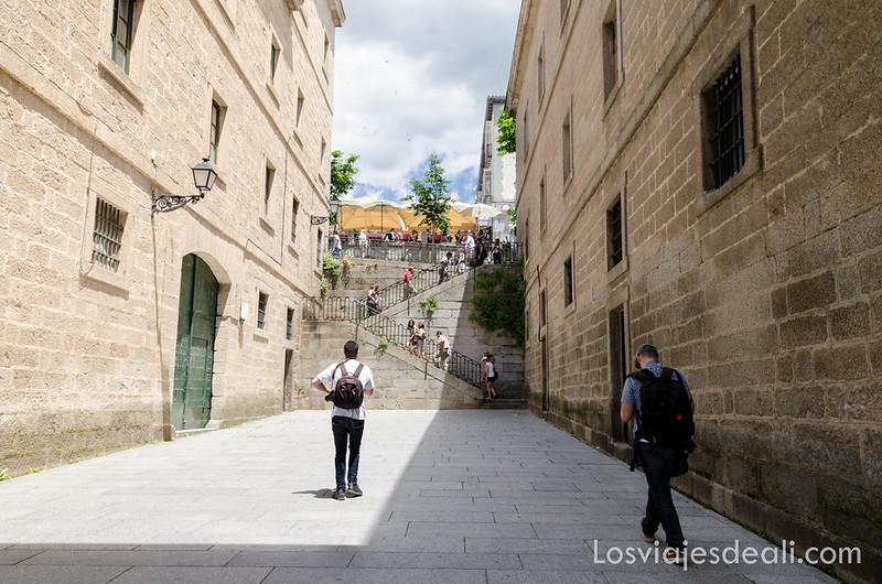 pueblo de El Escorial en un fin de semana en la sierra de Madrid