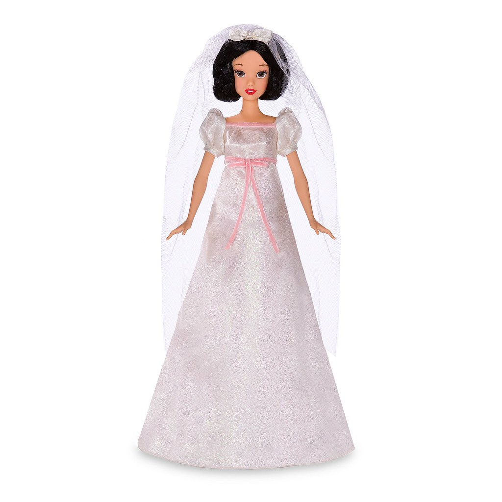2009 Deluxe Snow White Doll and Wardrobe Play Set - Disney… | Flickr