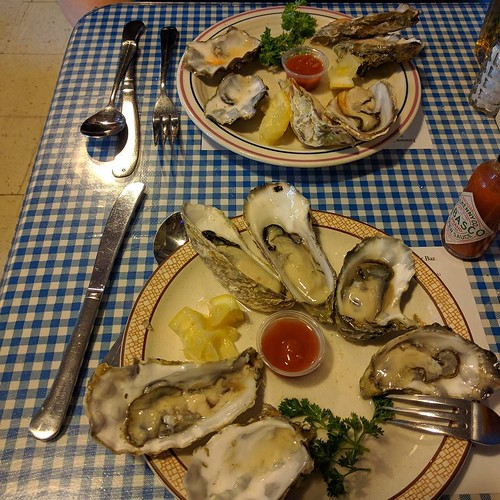 First time in #EmmettWatsons #OysterBar. Yum! #PikePlaceMarket