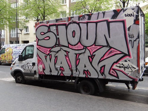 Paris  Auto graff van Truck Shoun Watan | by descartes.marco