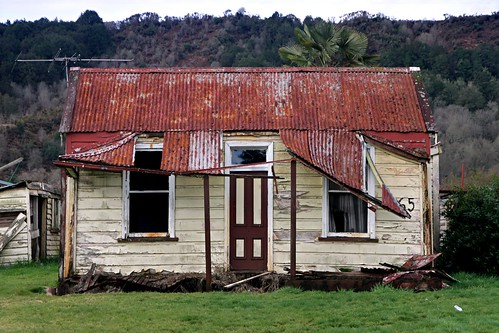 Old house, Reefton, West Coast, New Zealand | by brian nz