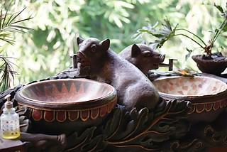 Piglet hand basin | by Ann&Ming