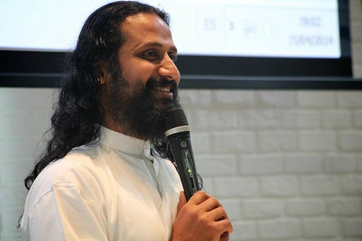 Neues von Art of Living Yoga & Meditation:  Swami Jyothirmayah in Deutschland