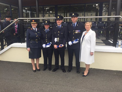 Tánaiste Frances Fitzgerald and Commissioner Nóirín O'Sullivan with medal winners Gardaí Aoife O'Malley, John Macken and Iain King.