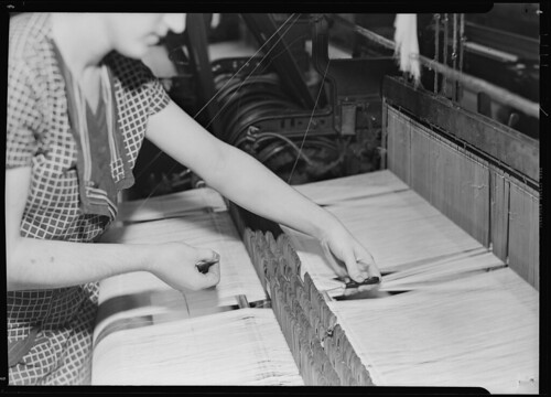 Threading broken warp thread through the eyes of drop wires, preparatory to tying the broken ends, March 1937 | by The U.S. National Archives