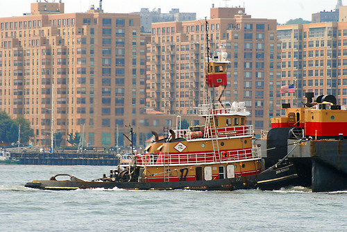 Tug John Reinauer going up the Hudson River | by Thumpr455