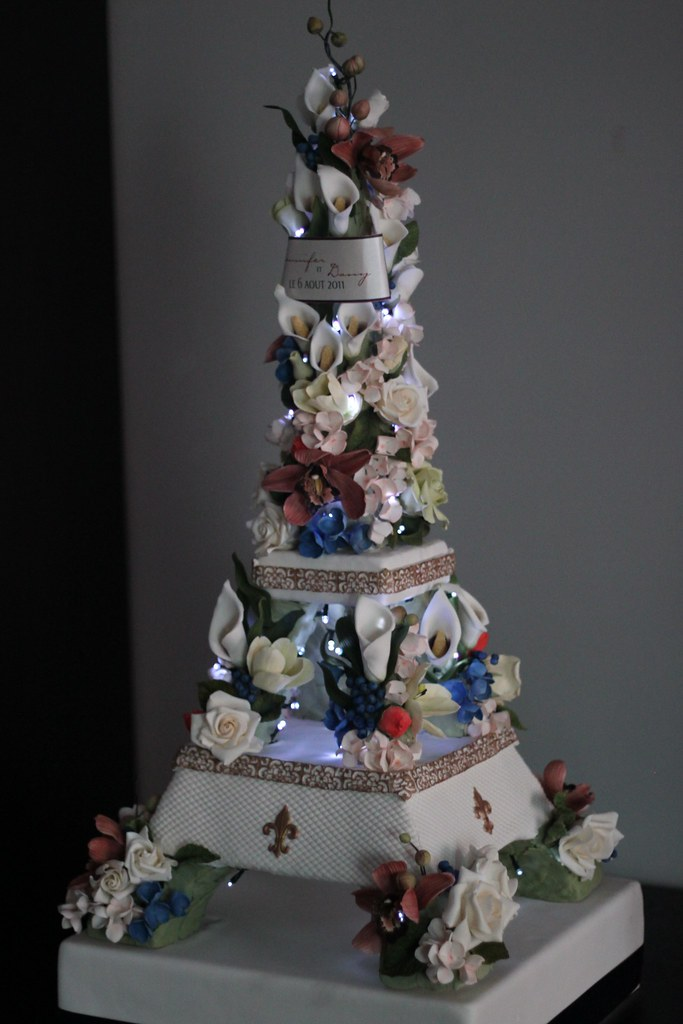 Eiffel Tower Wedding Cake | This is a shot with the lights o… | Flickr