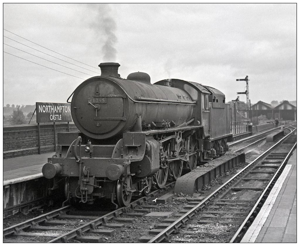 61095 At Northampton Castle Station Pjs0559