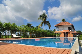 Swimming Pool in Citrus Alleppey | by irisholidays