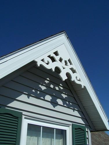 Durabrac vinyl fleur de la rua gable bracket durabrac for Architectural gingerbread trim