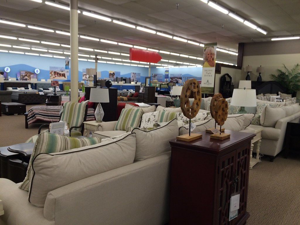 hank's fine furniture (former kmart) | this kmart opened in
