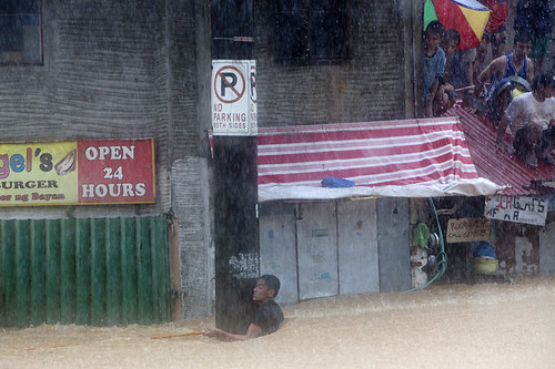 Manila floods: clinging on | by Christian Aid Images