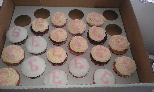 Mixture of buttercream /Sugarpaste covered cupcakes with the letter E | by platypus1974