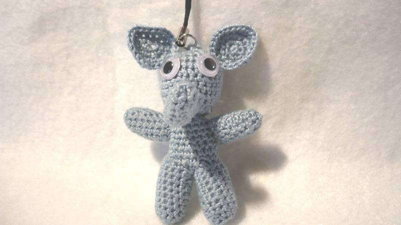 Amigurumi elephant - Crochet free pattern - hellostitches xo | 450x800