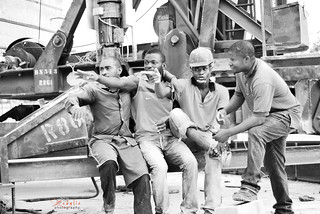 Workers having a chat after lunch break | by Zadelia