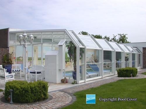 Abri de piscine mural pool cover photo d 39 un abri de for Abri piscine pool up