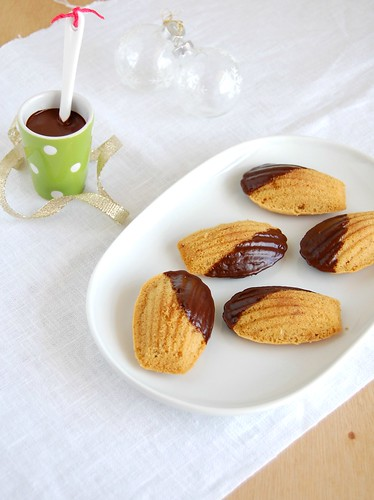 Gingerbread chocolate madeleines / Madeleines de gingerbread e chocolate | by Patricia Scarpin