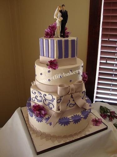Purple and Champagne Wedding Cake | Some brides are afraid t… | Flickr