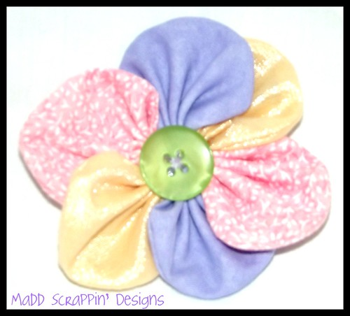 Barrette made out of fabric scraps :) | by maddscrappindesigns