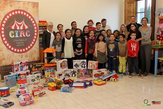 Donació Joguines de Circ al Centre Obert Roquetes