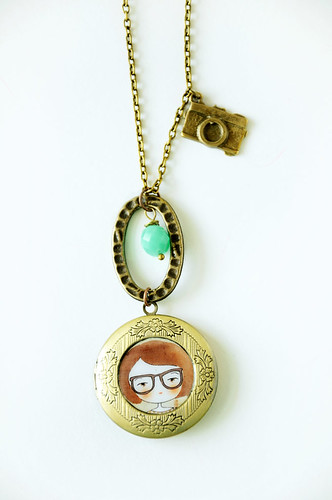 Nerd girl w/ her camera locket | by ℳunieca