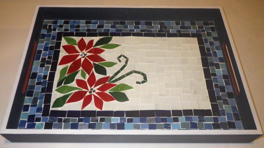 Bandeja Flores Natalinas   Feita em mosaico de vidro para pr…   Flickr