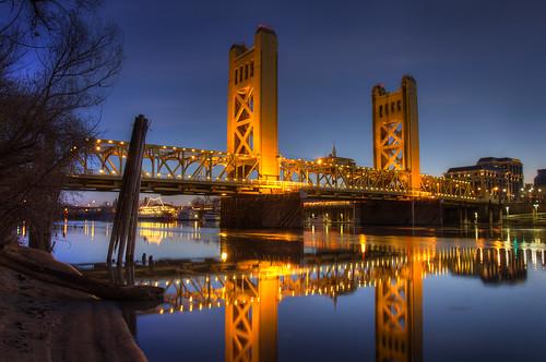 Sunrise Over Sacramento S Tower Bridge A Beautiful