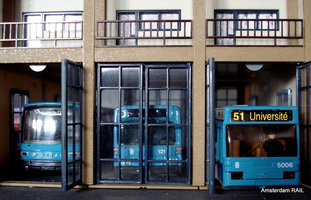 Le Garage Amsterdam : Ligne en partant le garage bus ready to start servu flickr