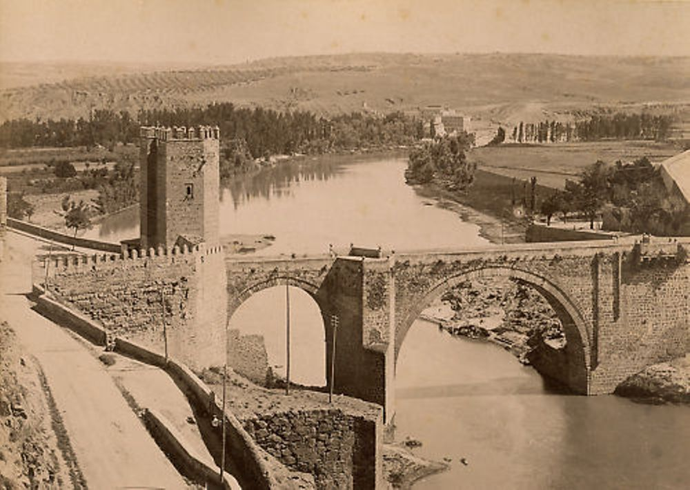 Puente de Alcántara hacia 1895. Fotografía de Rafael Garzón
