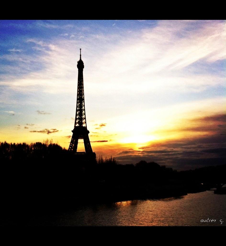 Sur Le Pont De L Alma Audrǝy G Flickr
