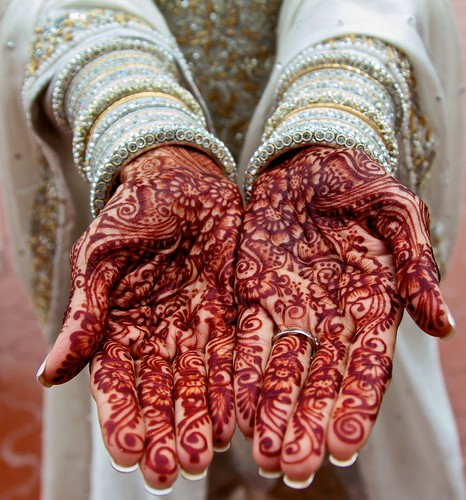Mehndi mehndi on a bride 39 s hands at an indian wedding for Henna tattoo richardson tx
