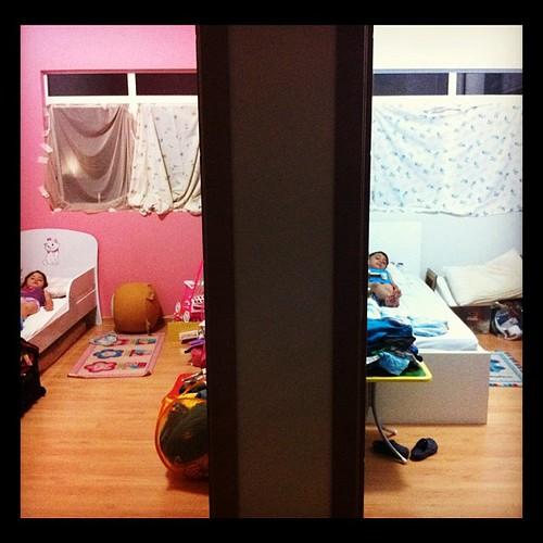Vista do meu quarto na nova casa cortinas improvisadas - Cortinas improvisadas ...