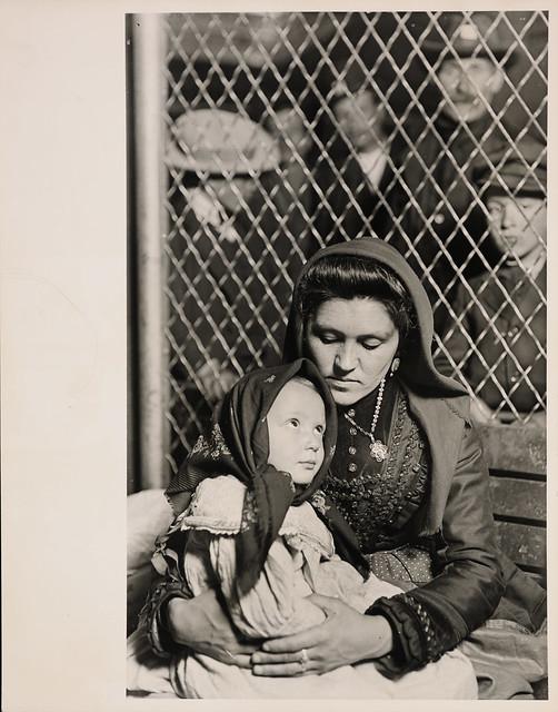 Lewis Hine, Ellis Island