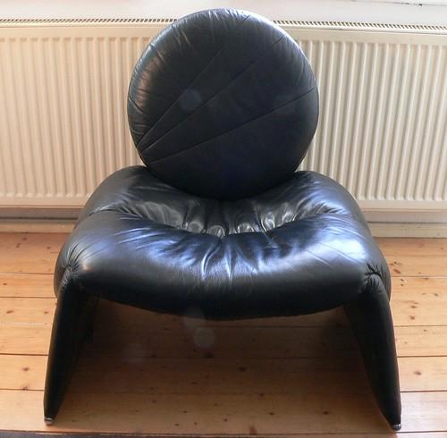 spaciger sessel aus leder irrsinnig bequem christian aleksander flickr. Black Bedroom Furniture Sets. Home Design Ideas