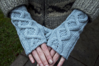 cabled mitts | by fog and swell
